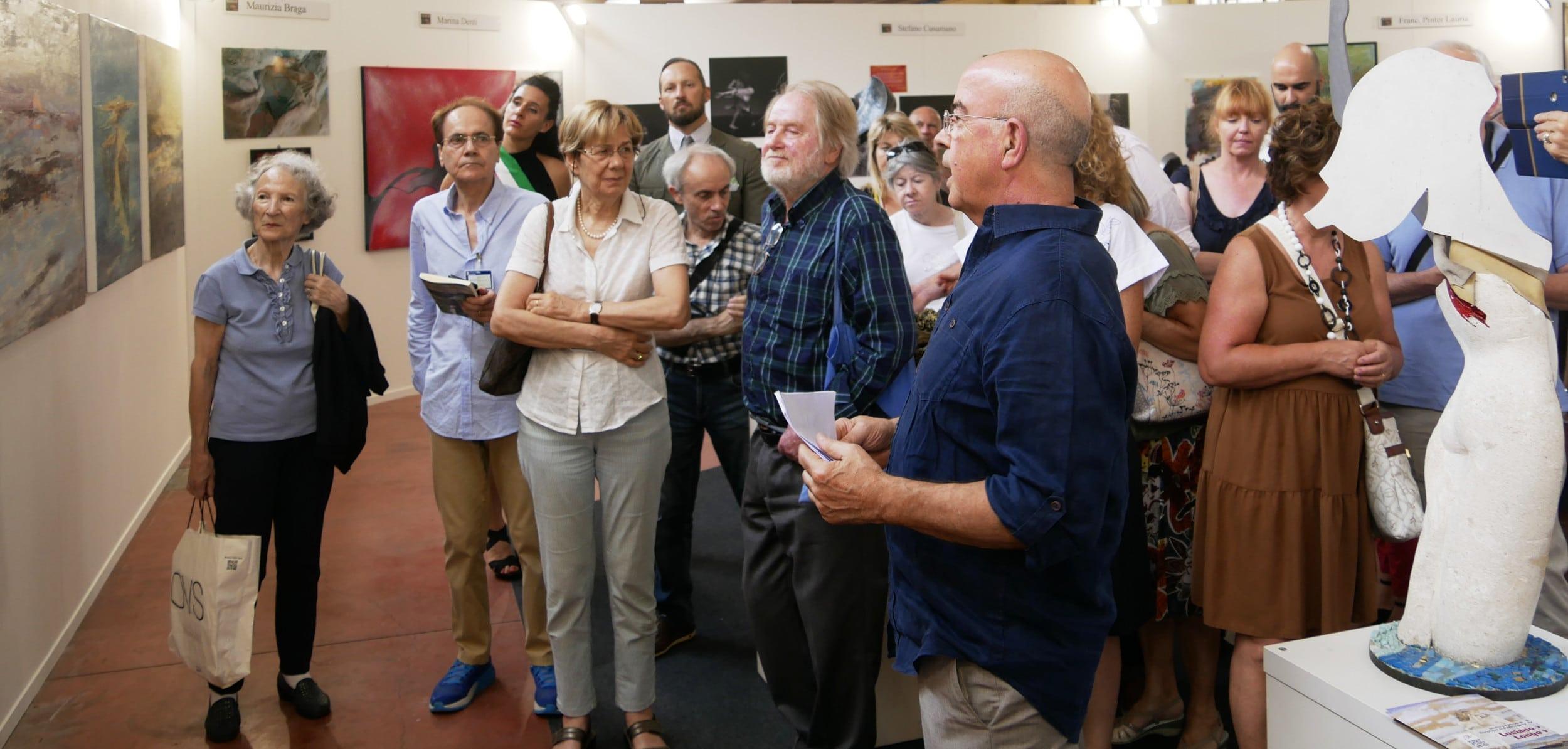 Franco Fonzo e gli artisti introducono le opere al pubblico